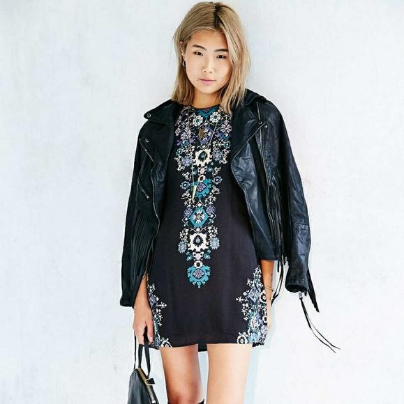e6730cf659a1 Ecote Dresses   Skirts - Ecote Black Guinevere Open-Back Frock Dress